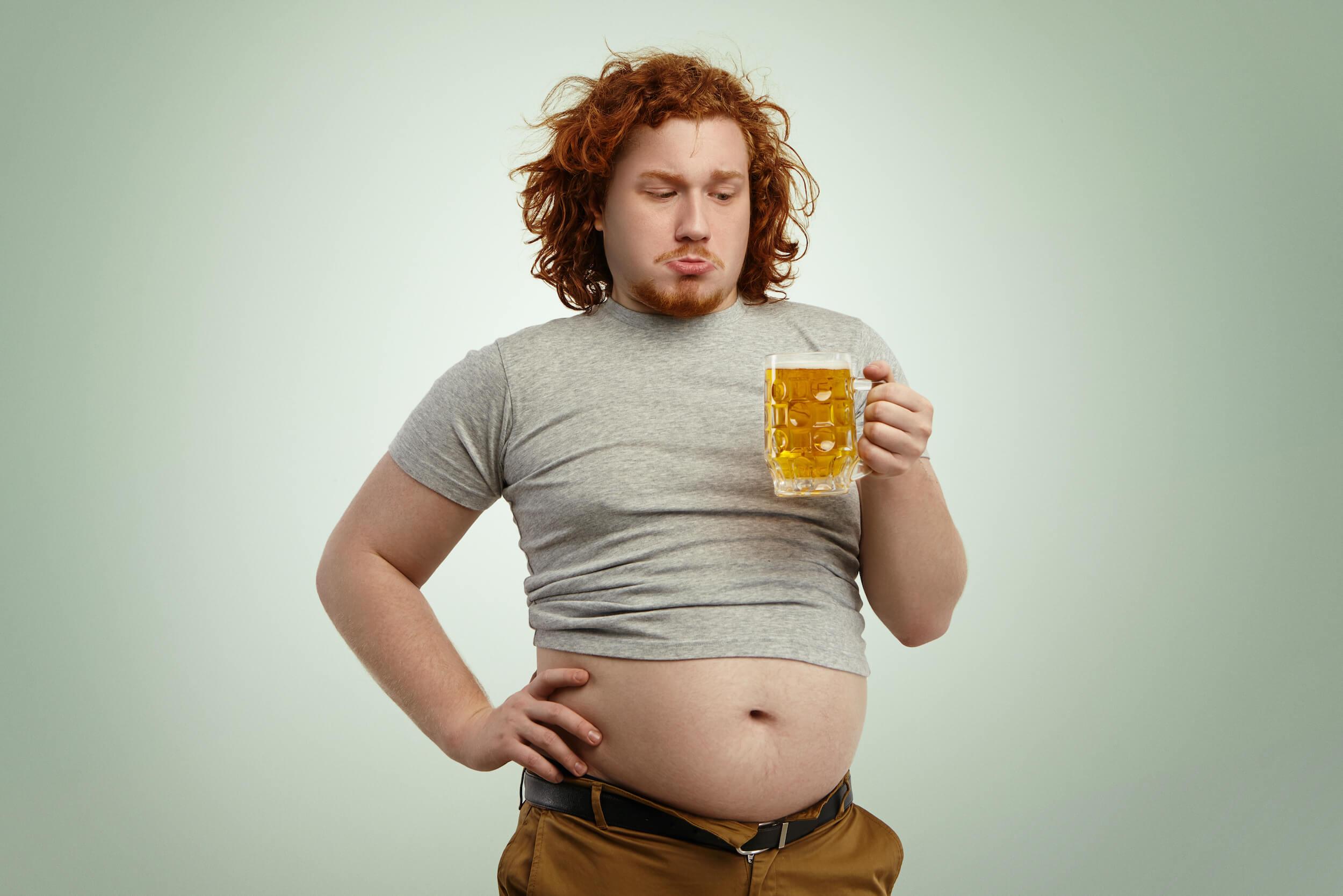 hombre cerveza